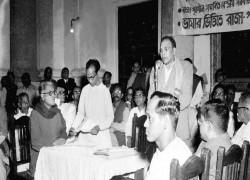 বাংলাকে হিন্দি বলয়ে গ্রাস করার চেষ্টা একেবারেই নতুন নয়