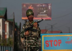 India extends Kashmir lockdown after separatist icon's death