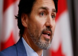CANADIAN PM TRUDEAU HIT BY STONES ON CAMPAIGN TRAIL