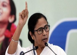 Mamata gets Chandipath flawless this time, in a year she has expanded her outreach to Hindus