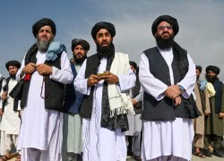 China to keep contact with Taliban's interim regime, but asks it to listen